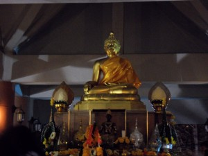 A Buddha statue with in front a statue of the guy of whom the spirit is respected in the university